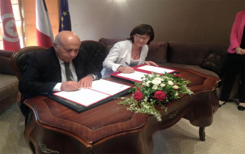 Abid Briki et Annick Girardin paraphe l'accord franco-tunisien (photo DR)
