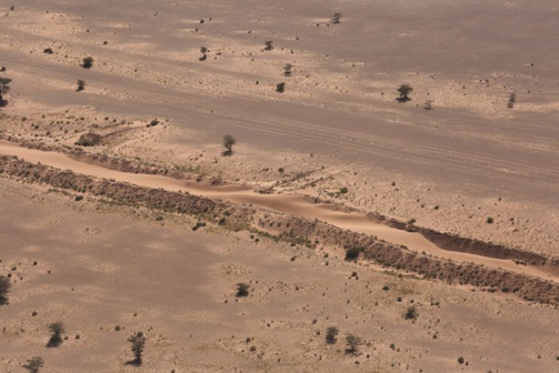 Mur de sable qui sépare le Sahara occidental du Sud-Est marocain (photo : Onu / Evan Schneider)