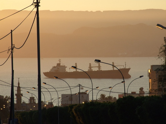 A Aqaba, l'activité portuaire génère une importante pollution de l'air. (photo F. André)