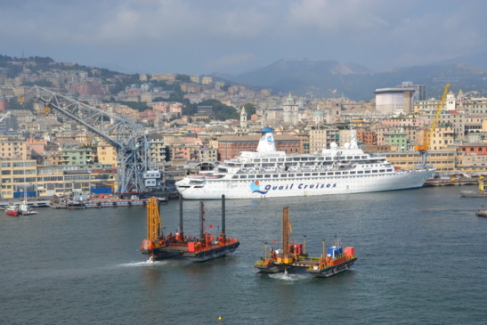 It remains difficult to reconcile the activities of an urban port with the cruise industry. This is the port of Genoa (photo F. Dubessy)