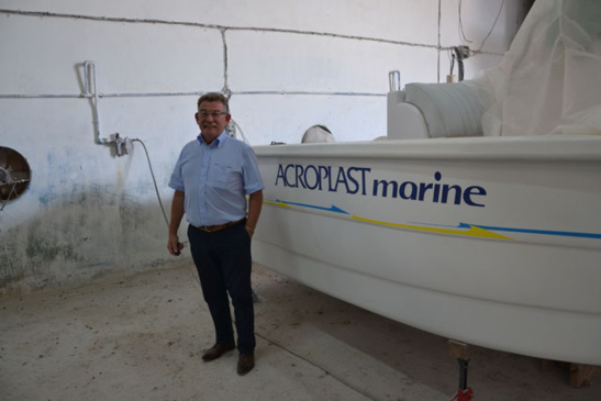 Jean-Jacques Maline poursuit à Oran sa passion pour la fabrication de bateaux (photo F.Dubessy)