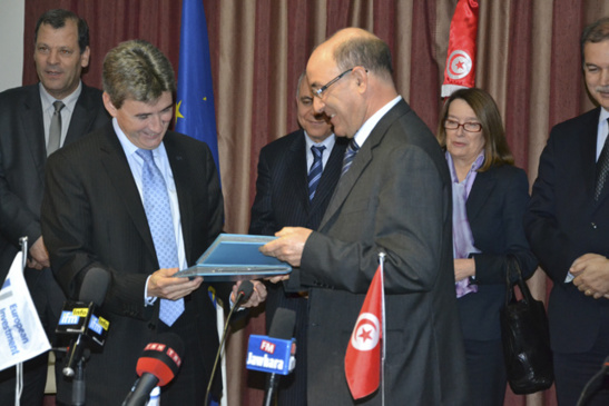 Philippe de Fontaine Vive et Mohamed Akrout signe leur partenariat financier à Tunis (photo F.Dubessy)