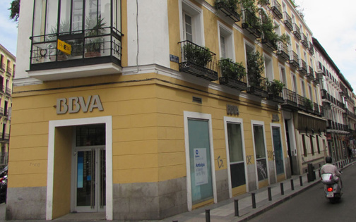La restructuration signifie la suppression de 20 % des 8.000 postes des réseaux BBVA et Catalunya Banc en Catalogne (photo FM)