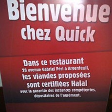L'affiche posée devant les Quick hallal (photo Quick)