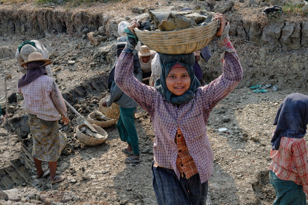 essay on women rights in pakistan Human rights--- a sample essay outline: about 30,000 women die every year in pakistan due to complications in delivery and thousands of others develop.