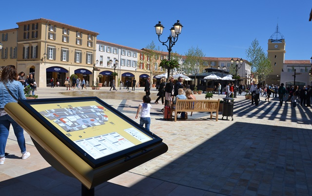 Le Designer Outlet Provence a choisi l'architecture d'un village provençal (photo : F.Dubessy)