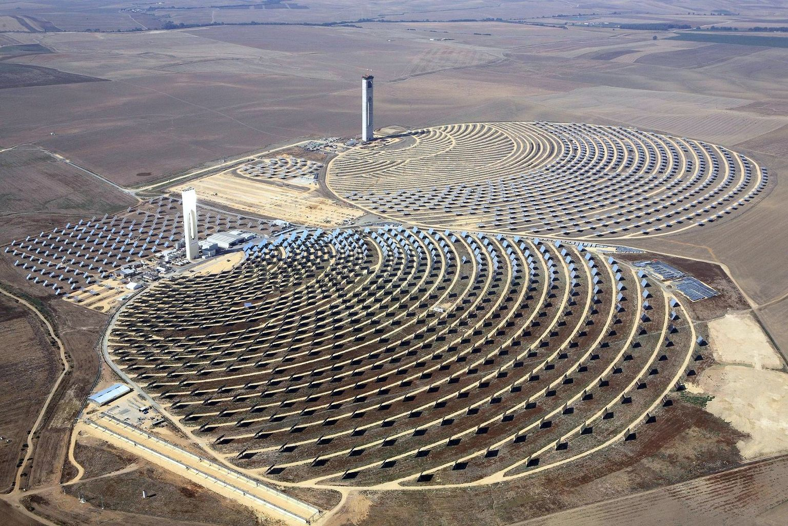 Centrale solaire en Andalousie (photo Koza1983 via Wikimedia)