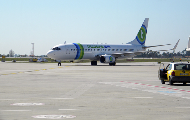 Air France-KLM se recentre sur le low-cost avec Transavia. Ici avion sur le tarmac de Porto future base de Transavia Europe (photo B.Luis)