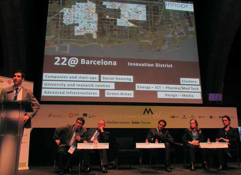 Enric Fuster (Innopro Consulting) à la tribune : le quartier technologique 22@ comme exemple grandeur nature de la « smart city » à Barcelone (photo F. Matéo)